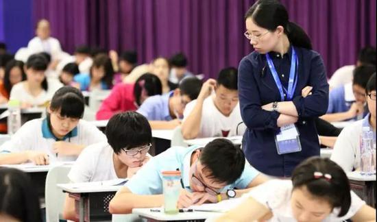 夏季高考统考只考语数外,  外语听力可以考两次