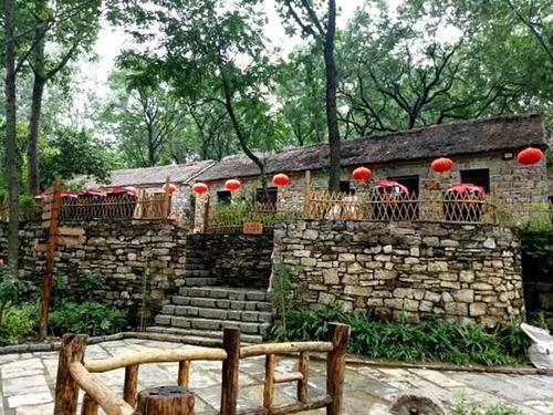 新增的4A级景区有临沂市压油沟旅游区、临沂市中华奇石城旅游区。