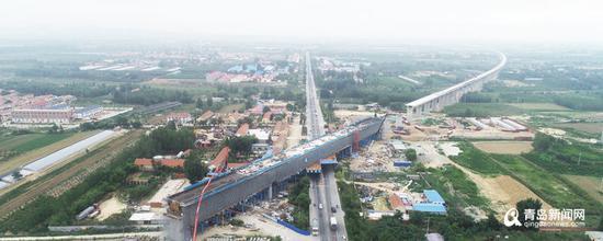 上月底,潍莱高铁平度段全长221米连续梁顺利完成。