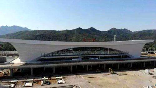 淄博北站:太空舱造型