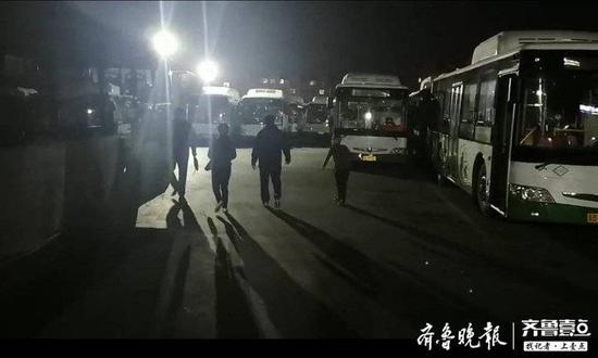 十岁男孩家中走失上公交 警民接力暖心相送
