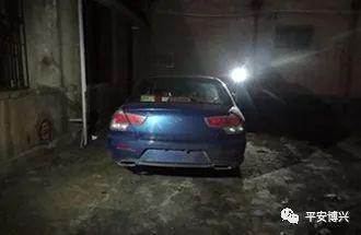 民警随即跟进侦查,迅速锁定了隐匿在某商城后院垃圾堆旁边的蓝色菱悦轿车。