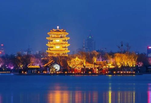 ◎天下第一泉景区:春节期间推出第39届趵突泉迎春花灯会。