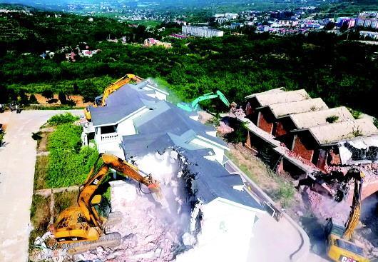 南部山区野别墅群被拆除。 齐鲁晚报·齐鲁壹点记者 周青先 摄
