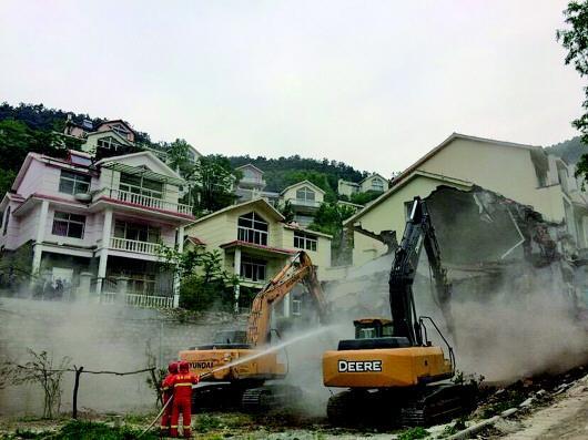 5月11日,济南拆除南部山区青龙峪违建别墅群。 (资料片)