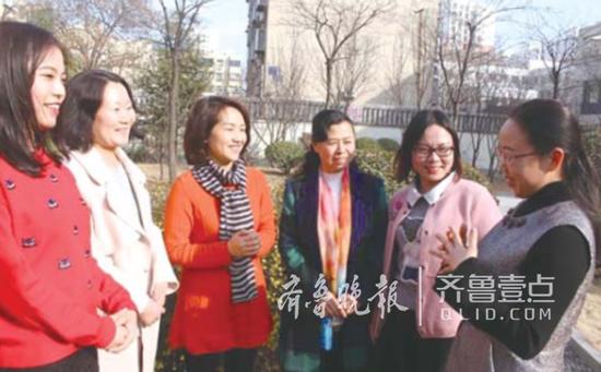 济南市行知小学36名语文老师都是女性。 记者 李飞 摄