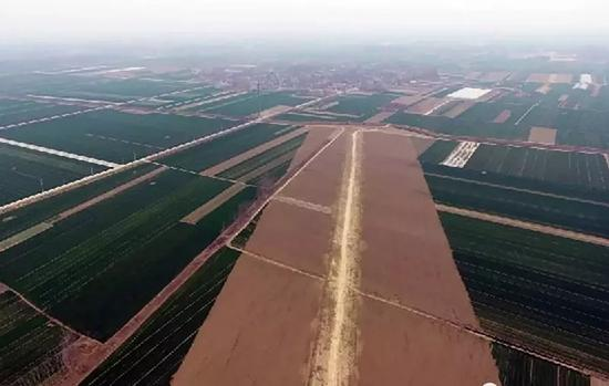 资料图:日前建设中的机场跑道