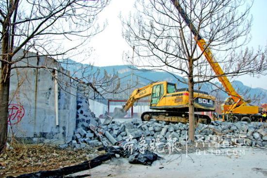 6日,锦绣川厫而村生态园被拆除。齐鲁晚报·齐鲁壹点记者张阿凤摄
