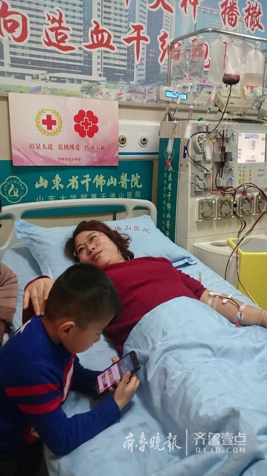 5日上午,邢红燕在省千佛山医院采集造血干细胞。 王小蒙摄