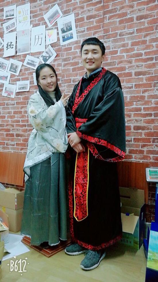 刘锦邦(右)和李珊(左)