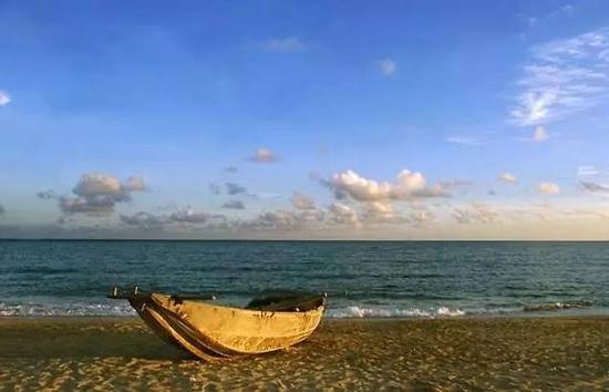 △一艘小船,它的梦想是拥抱浩渺的海洋