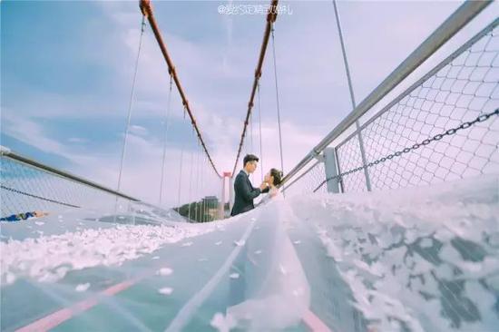 七夕情定世界第一人行悬索桥