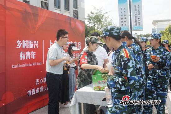 日销农产品两千公斤 上郝峪村农产品公益团购活动在青岛酒店管理职院举办