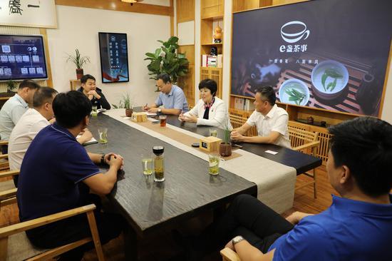 吴国瑞邀请峰松电子科技董事长张峰松来滨洽谈