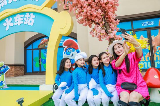 上海世茂蓝精灵主题乐园启动仪式现场