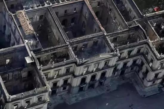 2018年巴西国家博物馆大火,两百年文化记忆付之一炬(图片来源于网络)