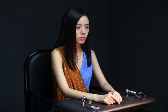 破茧定档11月3日 杨诚诚挑战双胞胎一人分饰两角开启猎奇悬疑