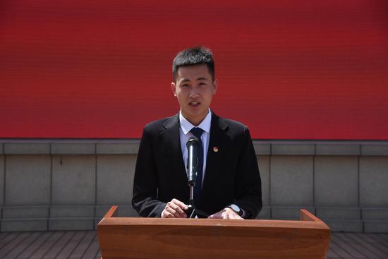老团员代表刘泽温同学发言