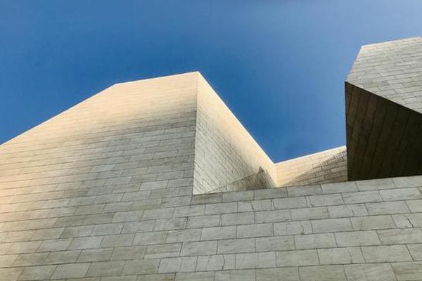 全国美展中国画展大幕在极具现代感的美术馆拉开