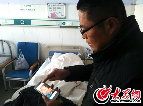 邵先生手机里拍摄的小鹏被打肿的脸