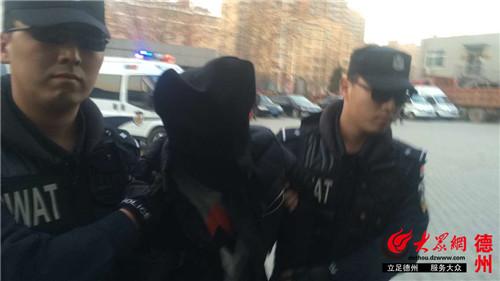 1月14日下午17时许,犯罪嫌疑人王某被公安民警押解回德州武城县