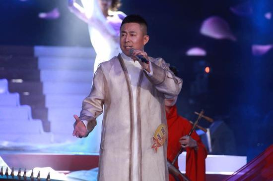 """央视《星光大道》2015年度总决赛:张越成""""无冕之王""""图片"""