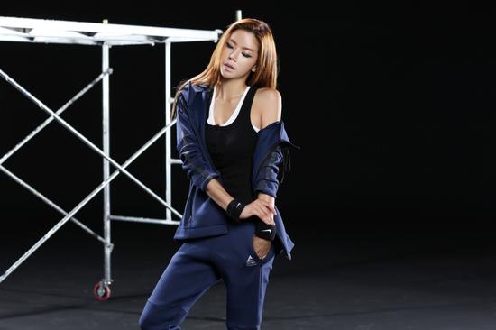 """图为J-ONE PARTNERS艺人郑夏恩,目前正在参与浙江卫视的""""狂野美西""""节目录制"""