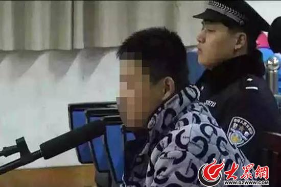 庭审现场,程某称他十分后悔,向三名被害人及家长表示歉意(图片来源山东省检察院微信)