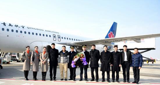四位机长顺利完成首航,标志着青岛航空人才培养能力的持续提升.