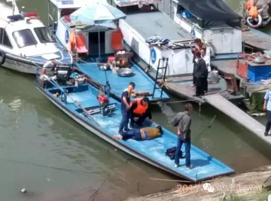徐翔被渔民救起。