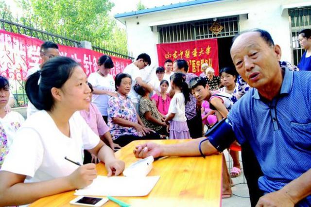 聊城:村里来了大学生义诊队