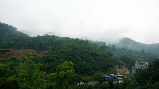 九如山雨景