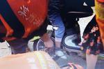 滨州一儿童被电动车卡脚 惠民消防员拆车救援