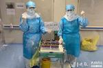 记者视频连线德州援鄂护士:穿纸尿裤进病区 忙到全身泡汗