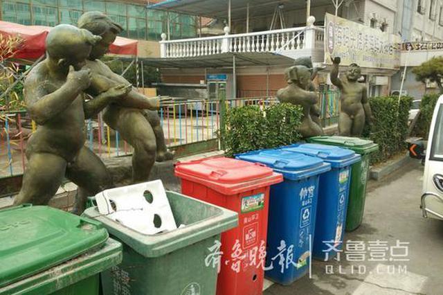 谁恶心了艺术 济南仲宫艺术街两组雕塑遭垃圾桶围堵