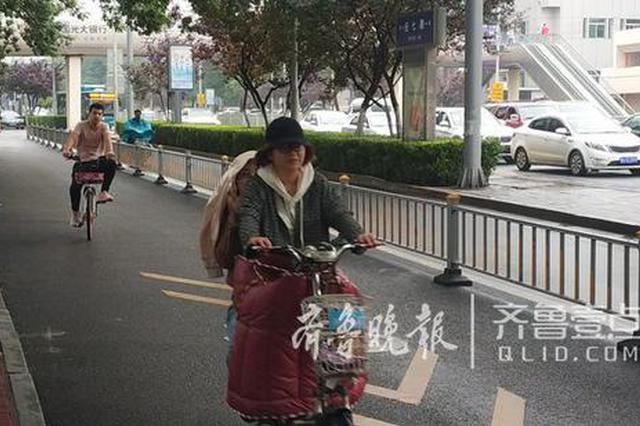 伴小雨济南温度16℃ 气温骤降 羽绒服短袖街头齐上阵