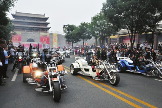 """2000多辆""""高颜值""""摩托车巡游街头"""