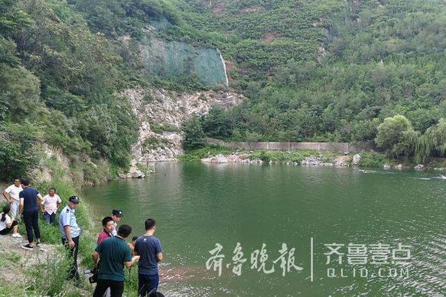 章丘29岁男子砚池游泳失踪 救援队正在现场打捞