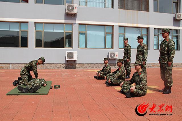 山东龙眼港边防检查站开展常用自救互救技能专题培训