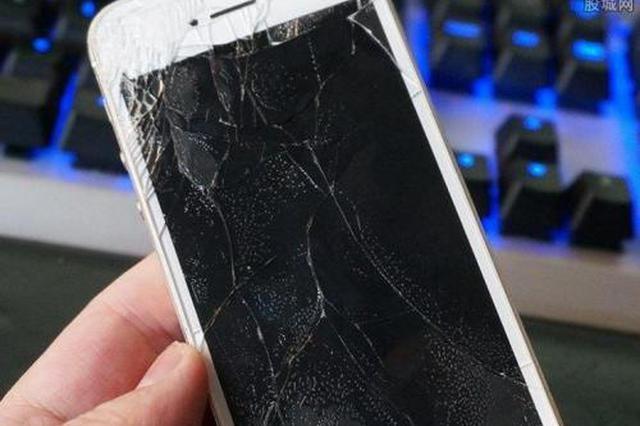 中青报评老师让学生砸手机:不是教育 而是暴力