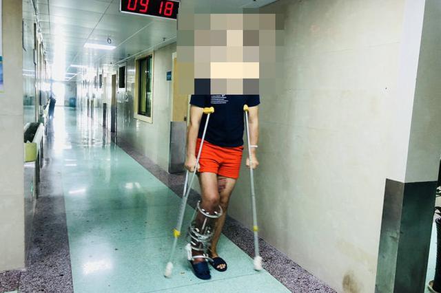 """小伙下肢被卷扬机绞断 医生用""""骨延长""""手术保腿"""