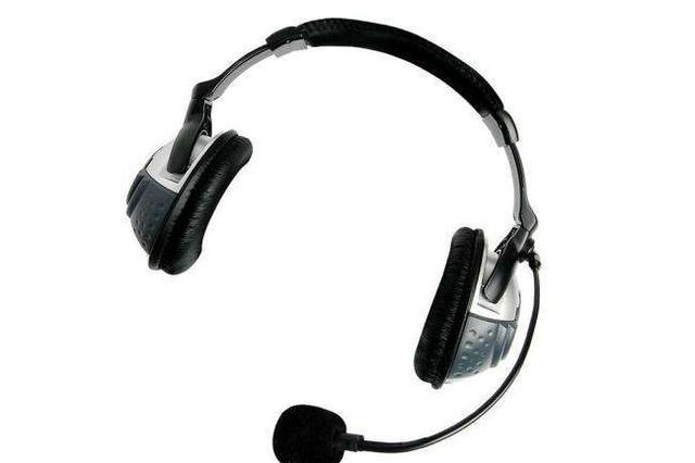 17岁高中生睡前戴耳机听英语 一觉醒来聋了