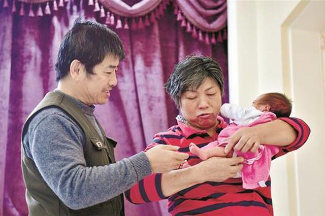 爱子骤然离世击倒夫妻 59岁女子怀孕35周再当妈