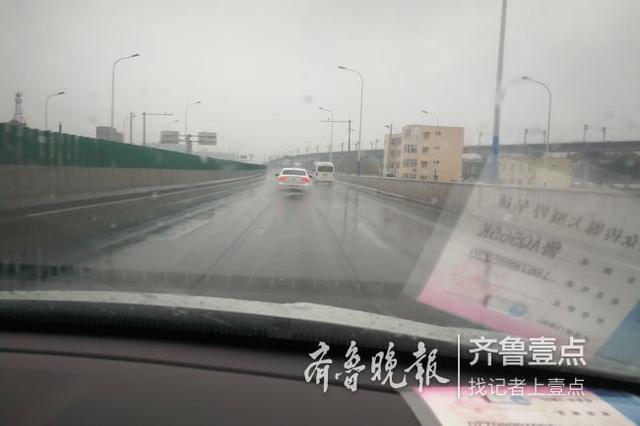 济南下雨了 工业北路凤鸣路周边乌云密布 雨势渐大