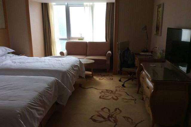 杭州一豪华酒店保洁员:打扫一间挣十元 求快求多难免不规范