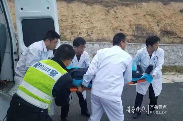 烟台两辆私家车追尾一老人受伤 直升机空降救援