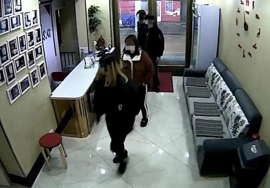 黑龙江一女子遭强奸后被迫卖淫 7人获刑