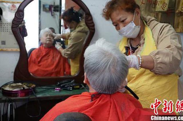 这家只收5元的理发店火了 顾客求涨价老板都不肯