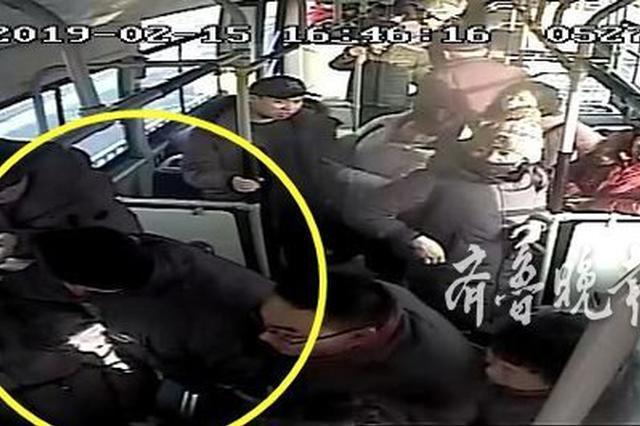 济南公交内女子大喊一声后浑身抽搐 车内乘客伸援手