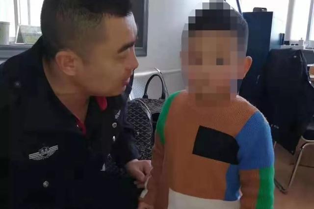 潍坊诸城:派出所警员集体发朋友圈 帮4岁孩子回家